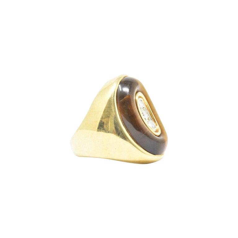 Women's or Men's 0.30 Carat Diamond Tiger's Eye and 18 Karat Gold Vintage Cocktail Ring For Sale