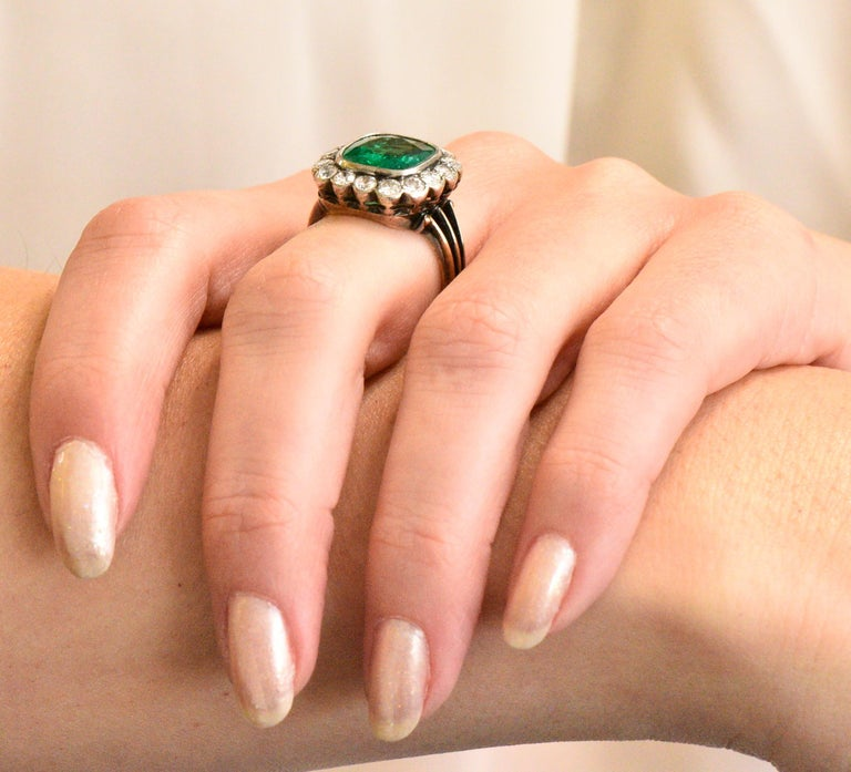 Victorian 4.85 Carat Emerald Diamond Silver-Topped 14 Karat Gold Ring circa 1880 For Sale 3