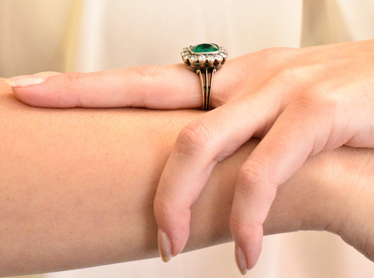 Victorian 4.85 Carat Emerald Diamond Silver-Topped 14 Karat Gold Ring circa 1880 For Sale 4