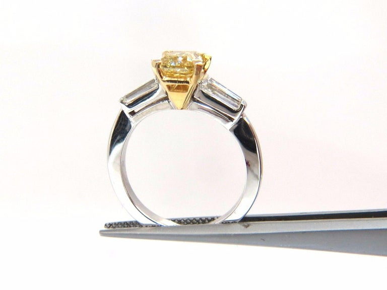 Women's or Men's GIA Certified 2.12 Carat Fancy Yellow Radiant Cut Diamond Ring 14 Karat For Sale