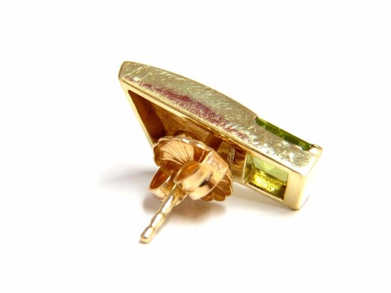 Women's or Men's 1.04 Carat Natural Asscher Cut Peridot Diamonds Modern Earrings 14 Karat For Sale