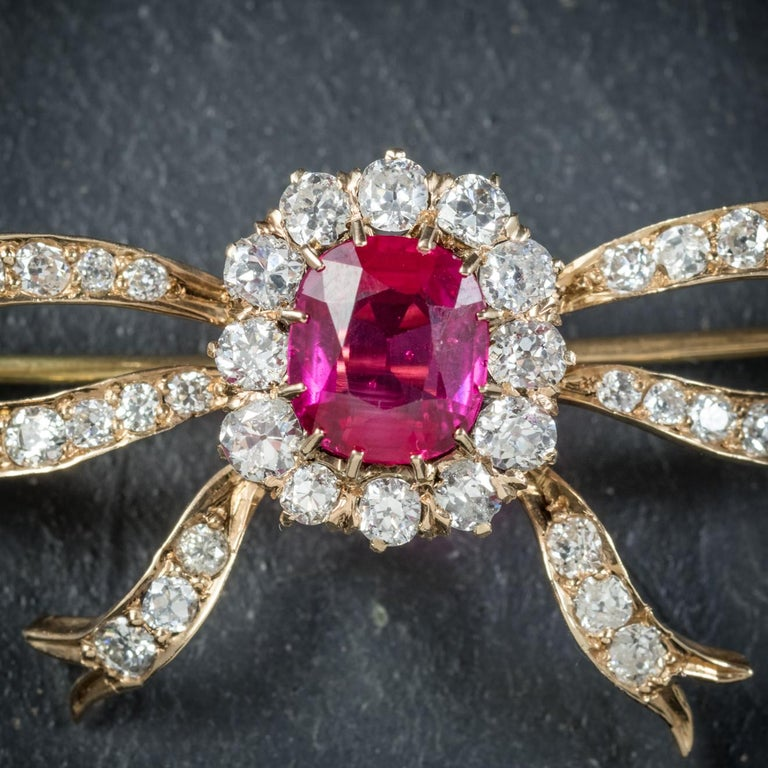 Antique Edwardian Diamond Ruby Brooch 18 Carat Gold, circa 1910 In Excellent Condition For Sale In Lancaster , GB