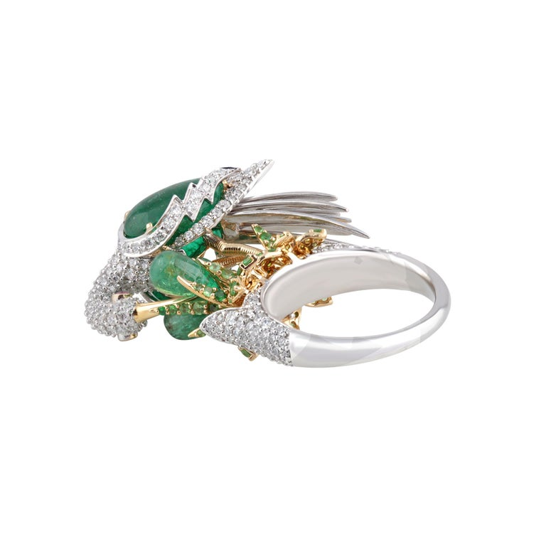Studio Rêves Crane Ring in 18K Gold and Diamonds with Emeralds and Tsavorites In New Condition For Sale In Mumbai, Maharashtra