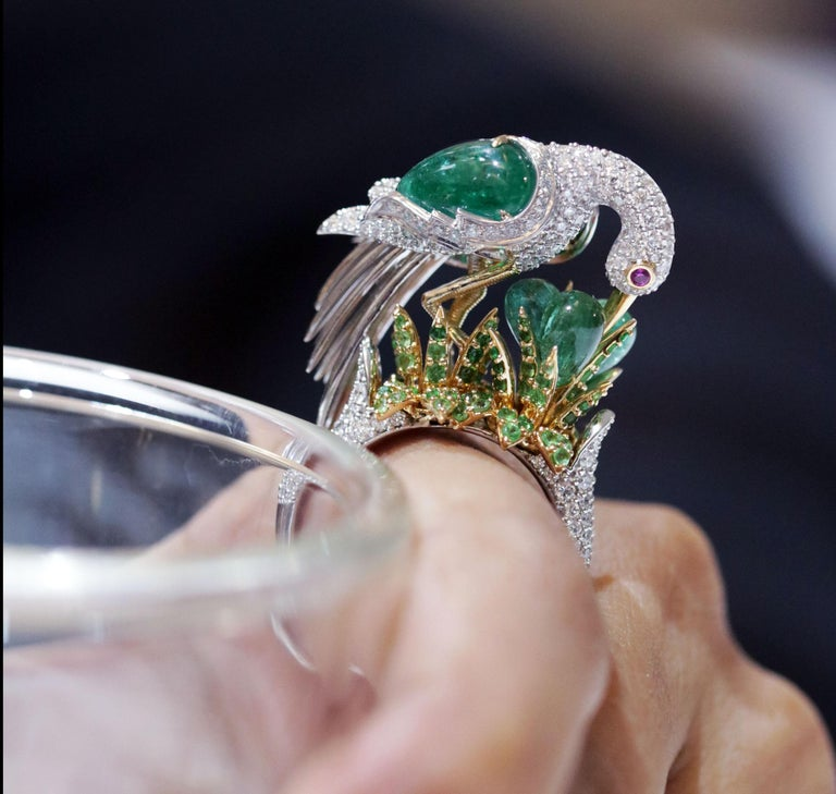 Studio Rêves Crane Ring in 18K Gold and Diamonds with Emeralds and Tsavorites For Sale 2