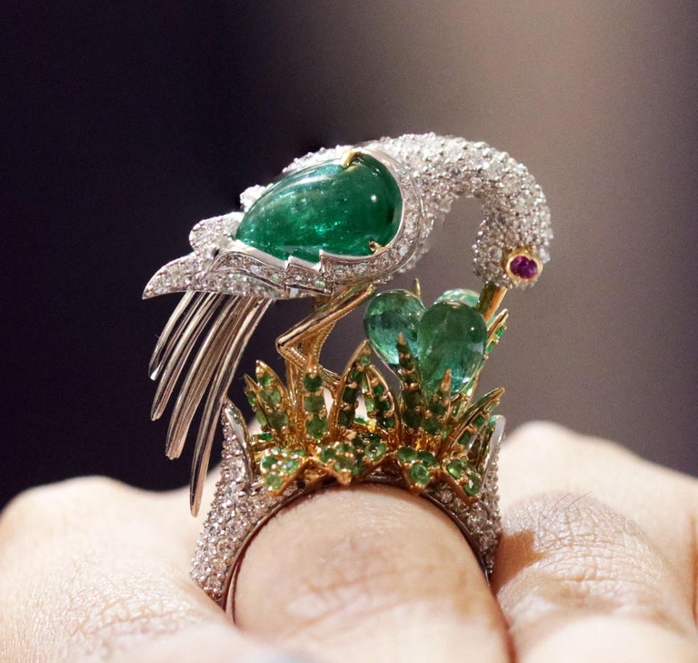 Studio Rêves Crane Ring in 18K Gold and Diamonds with Emeralds and Tsavorites For Sale 3