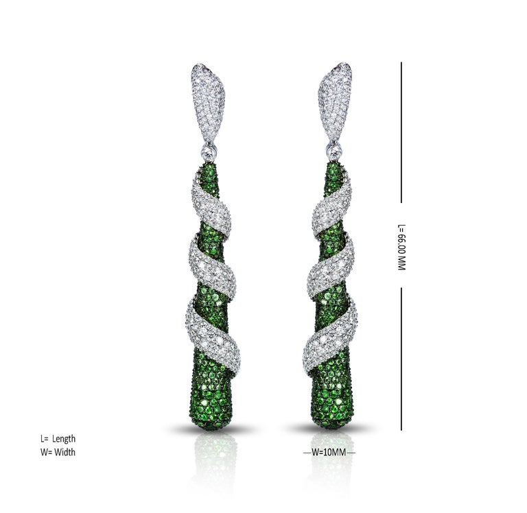 Studio Rêves 18 Karat Gold, Diamonds and Tsavorite Dangling Earrings In New Condition For Sale In Mumbai, Maharashtra