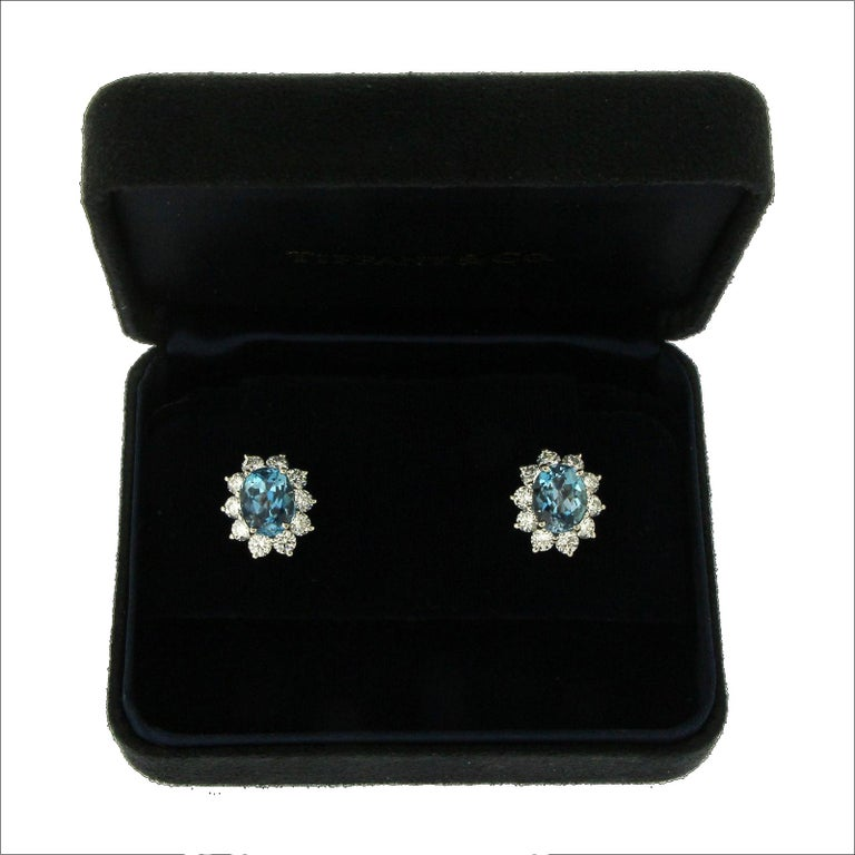 Tiffany & Co. 950 Platinum Aquamarines and Diamonds Stud Earrings In Excellent Condition For Sale In Los Angeles, CA