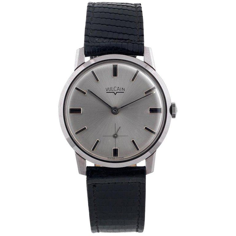 Vulcain stainless steel Vintage Slim Wristwatch, 1970s In Excellent Condition For Sale In Firenze, IT