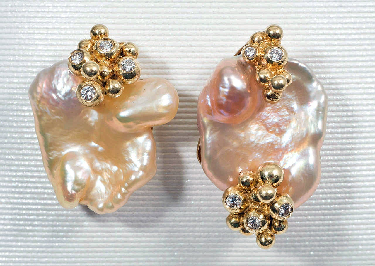 A charming pair of Chinese freshwater pink and gold pearl earrings with bubbles of 18K yellow gold set with VS-FG white diamonds.  A frosted back holds wires for pierced ears.  Internationally award winning designer Naomi Sarna creates gem