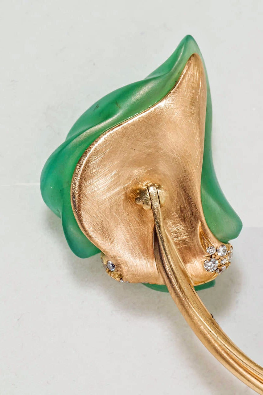 Women's Naomi Sarna Carved Chrysoprase Diamond Gold Flower Pin For Sale