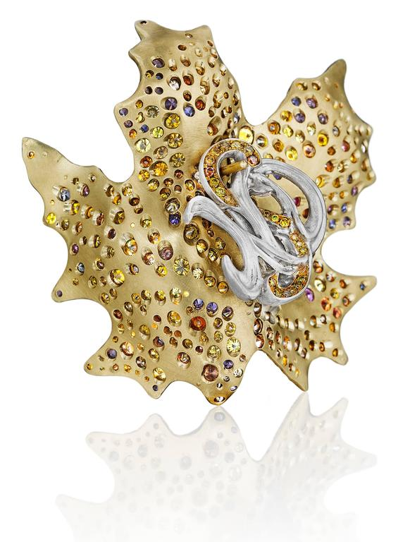 Naomi Sarna Sapphire Diamond Gold Maple Leaf Earrings In New Condition For Sale In New York, NY