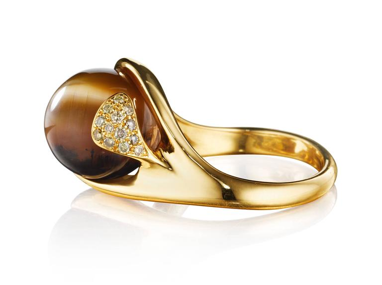 This hand-crafted ring features a brown cat's eye opal set in 18K yellow gold and complimented by VS-FG white diamonds . Like all rings from Naomi Sarna, this is an extremely comfortable ring to wear.   Internationally award winning designer Naomi