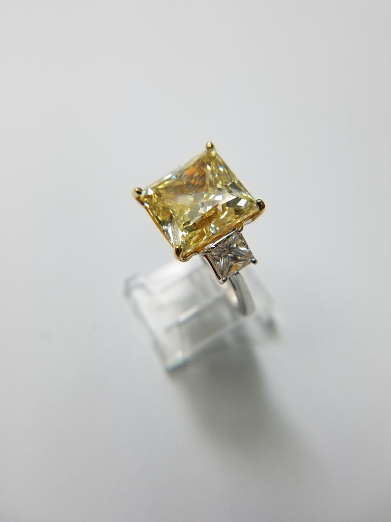 GIA Certified 11.11 carats Princess Cut Fancy Yellow VS1 Diamond Ring In New Condition For Sale In New York, NY