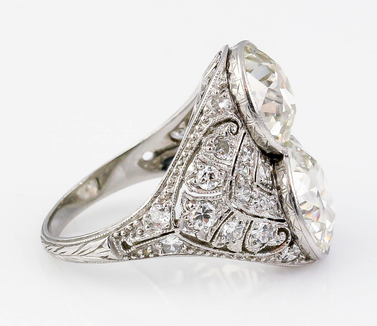 Art Deco Diamond Platinum Two-Stone Cocktail Ring In Excellent Condition For Sale In New York, NY