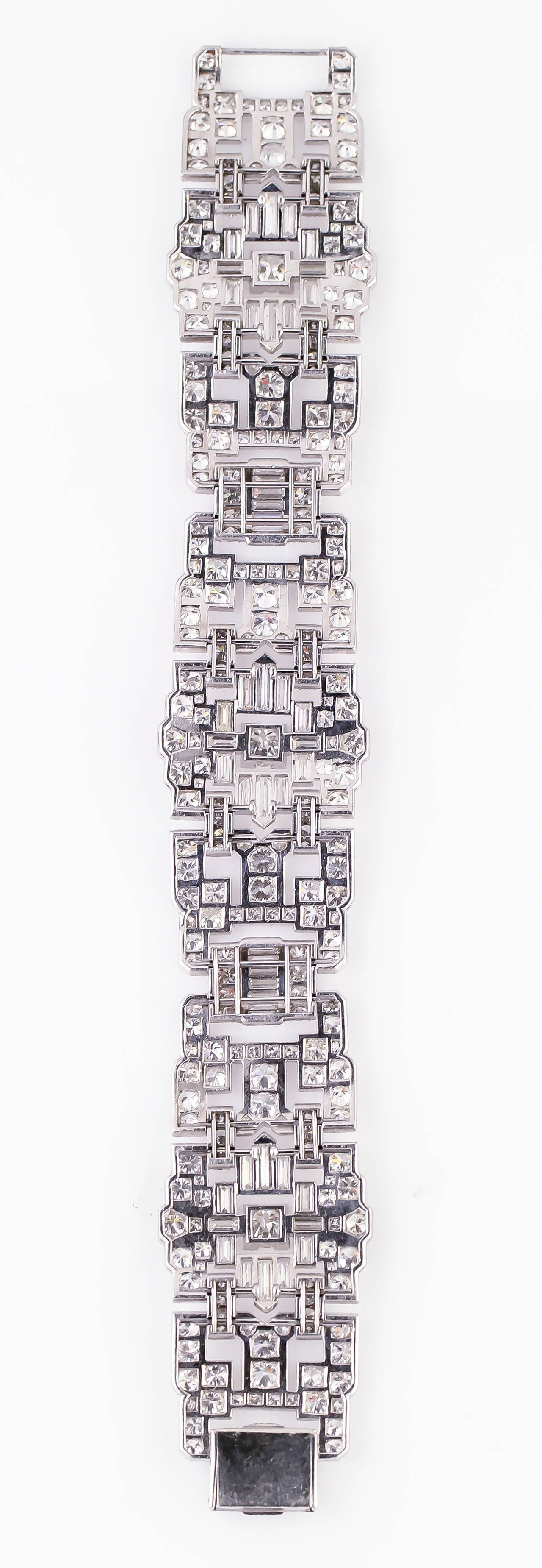 Impressive Art Deco 32 Carat Wide Diamond Platinum Bracelet In Excellent Condition For Sale In New York, NY