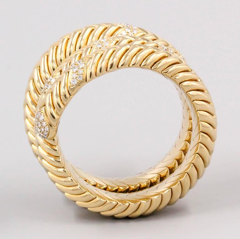 Bulgari Spiga Diamond Gold Snake Bracelet In Excellent Condition For Sale In New York, NY