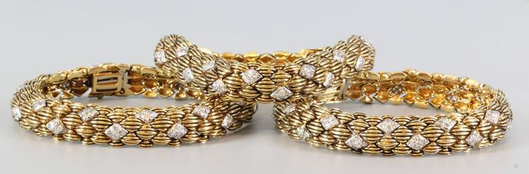 David Webb Three-Diamond Gold Link Bracelets In Excellent Condition For Sale In New York, NY