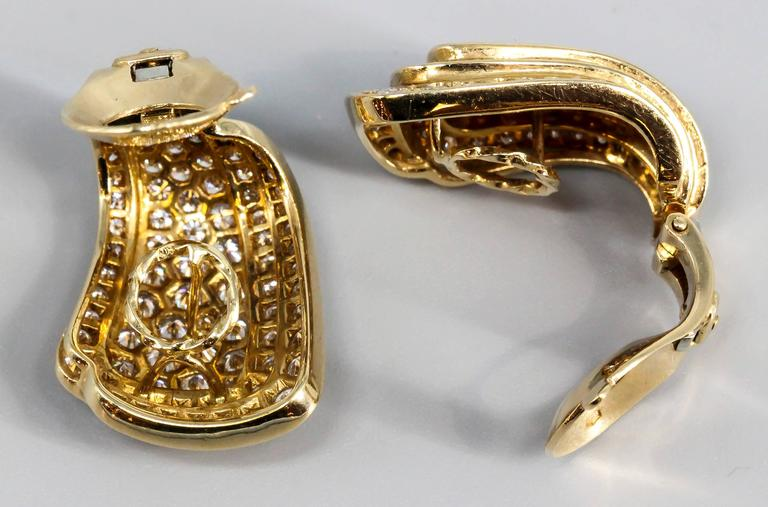 Van Cleef & Arpels Diamond Gold Earrings In Excellent Condition For Sale In New York, NY