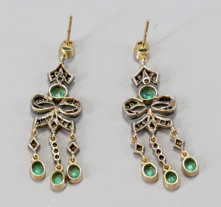 Emerald Diamond Gold Chandelier Earrings In Good Condition For Sale In New York, NY