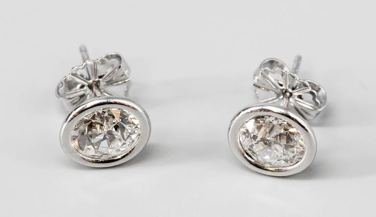 OLD EUROPEAN Cut Diamond  Platinum Stud Earrings In Excellent Condition For Sale In New York, NY