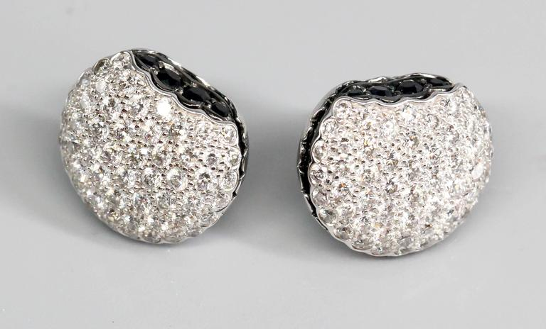 BOUCHERON Macaron  Diamond Gold Stud Earrings In Excellent Condition For Sale In New York, NY