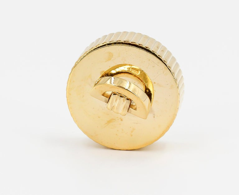 Cartier London Round Pill Box with Removable Lid In Excellent Condition For Sale In New York, NY