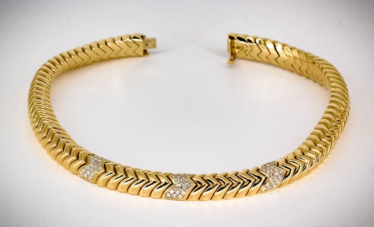 Bulgari Spiga Diamond and Gold Necklace In Excellent Condition For Sale In New York, NY