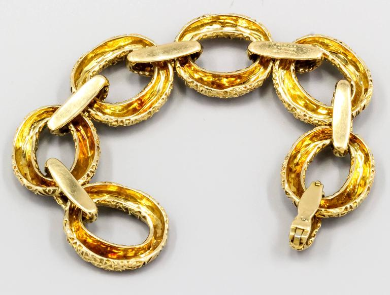 Van Cleef & Arpels Link Gold Bracelet In Good Condition For Sale In New York, NY