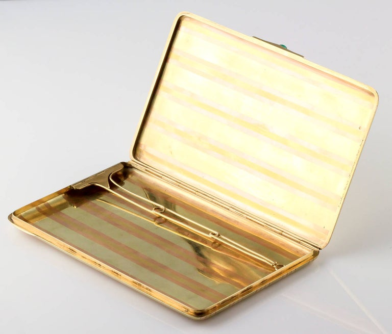 Cartier Paris Cabochon Emerald Gold Large Cigarette or Card Case In Excellent Condition For Sale In New York, NY