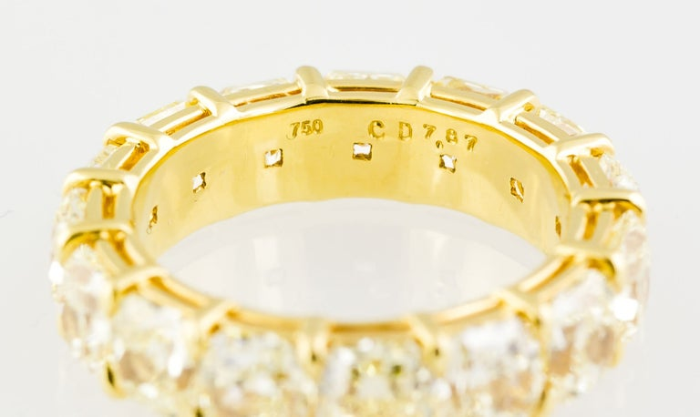 Fancy Yellow Diamond and Gold Band In Excellent Condition For Sale In New York, NY