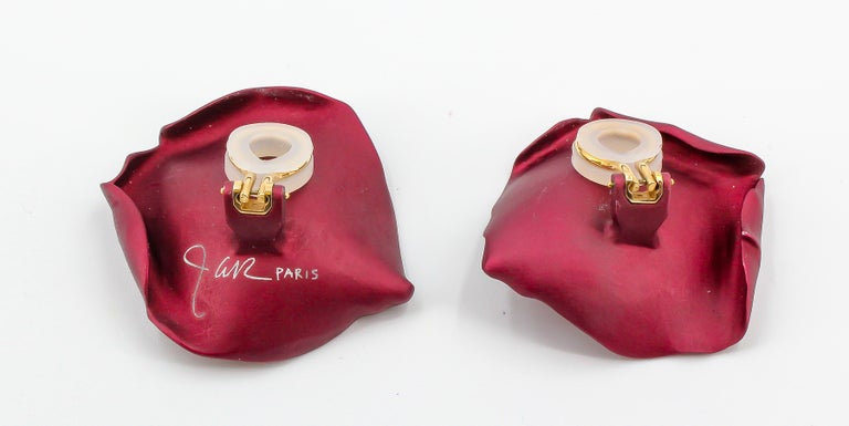 JAR Rose Petal Aluminum and Gold Clip-On Earrings In Excellent Condition For Sale In New York, NY