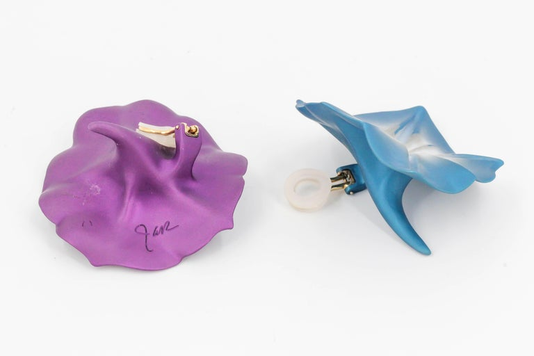 JAR Morning Glory Aluminum and 18 Karat Gold Flower Earrings In Good Condition For Sale In New York, NY
