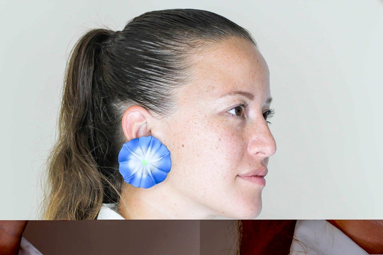 JAR Morning Glory Aluminum and 18 Karat Gold Flower Earrings For Sale 6