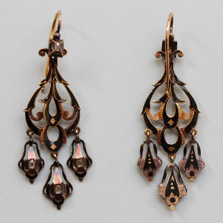 Neo Renaissance Black Enamel Diamond Gold Dangle Earrings In Excellent Condition For Sale In Amsterdam, NL