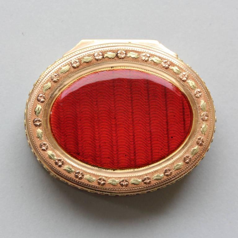 Women's or Men's 18th Century Red Enamel Gold Vinaigrette For Sale