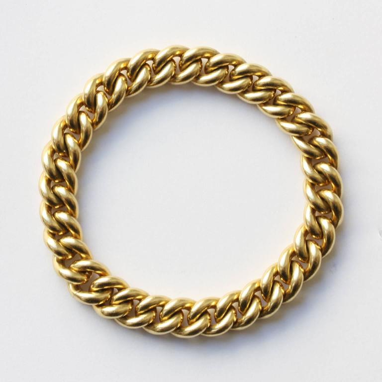 A heavy 18 carat gold vintage curb link bracelet with an invisible lock, signed: Pomellato, Italy.  weight: 78 grams length: 19 x 0.1 cm.