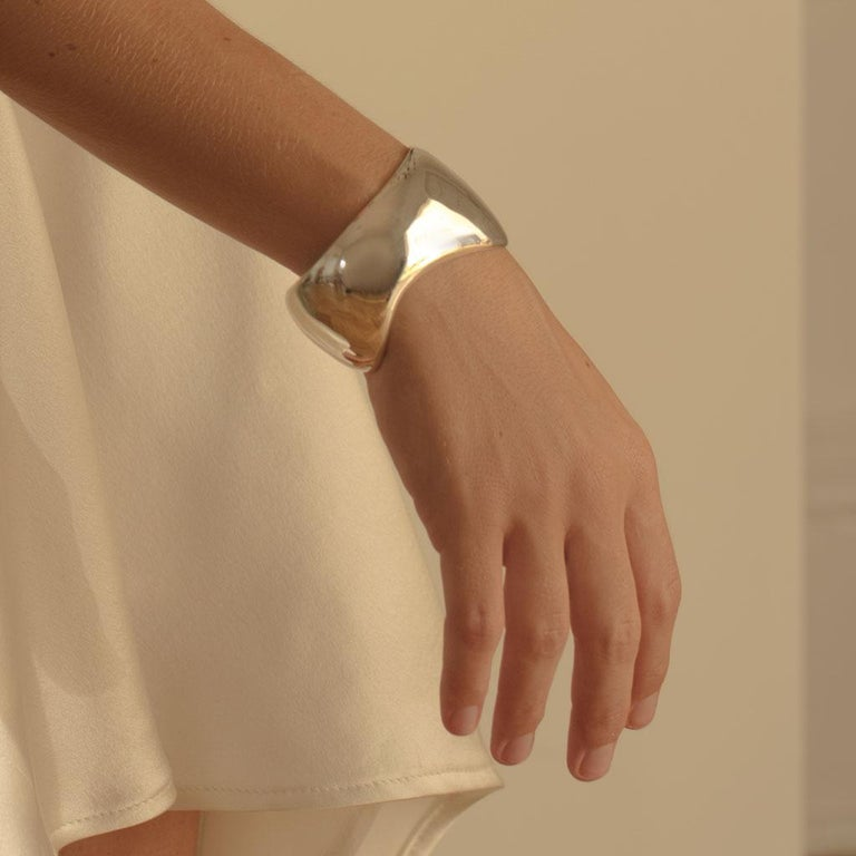 AGMES Sterling Silver Curved Organic Cuff Bracelet In New Condition For Sale In New York, NY