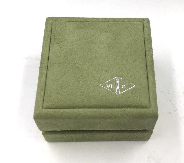 Van Cleef & Arpels Rose De Noel Flower Coral Medium Brooch, Yellow Gold, Diamond For Sale 7