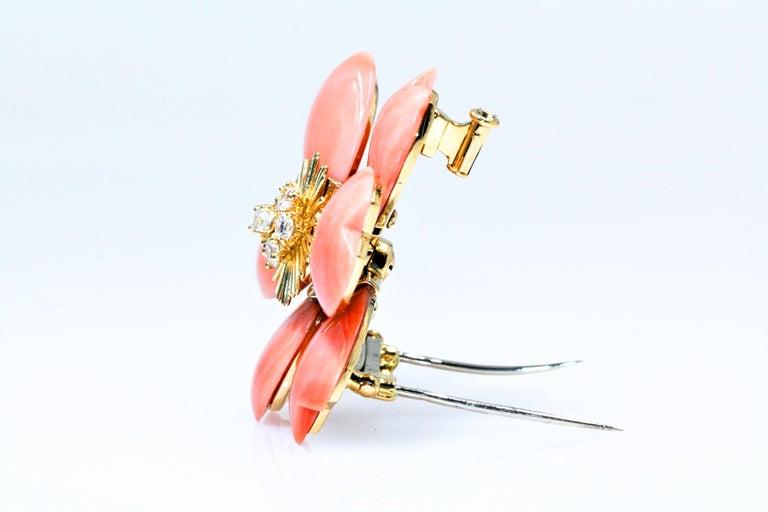 Van Cleef & Arpels Rose De Noel Flower Coral Medium Brooch, Yellow Gold, Diamond For Sale 1