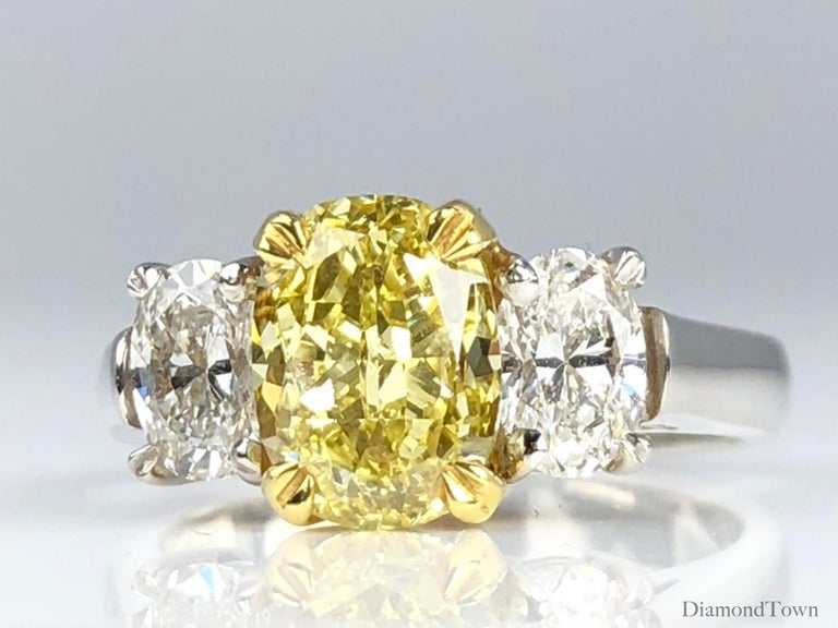 GIA Certified 2.01 Carat Natural Fancy Intense Yellow Diamond Ring in Platinum In New Condition For Sale In New York, NY