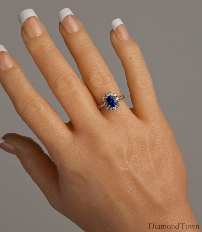 GAL Certified 1.83 Carat Oval Cut Ceylon Sapphire and Diamond Cocktail Ring In New Condition For Sale In New York, NY