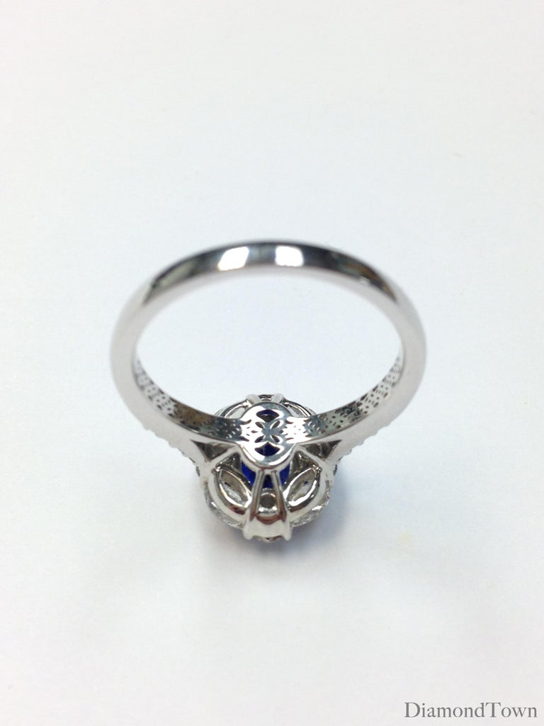 Women's GAL Certified 1.83 Carat Oval Cut Ceylon Sapphire and Diamond Cocktail Ring For Sale