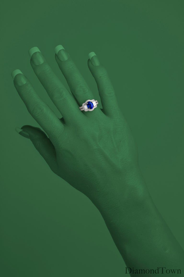 GAL Certified 1.44 Carat Oval Cut Blue Sapphire and Diamond Cocktail Ring In New Condition For Sale In New York, NY