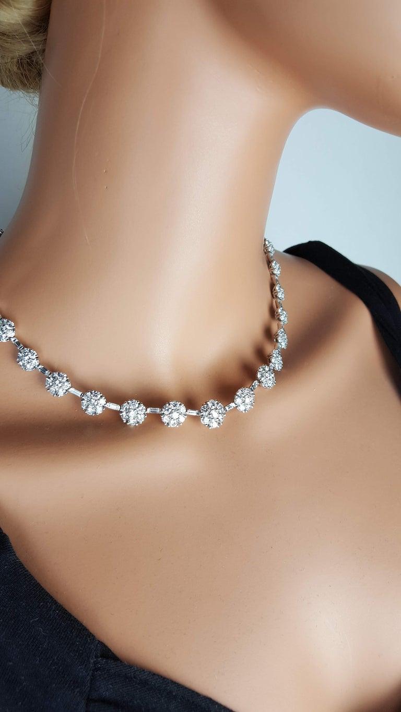 21.84 Carat Diamond Flower Necklace in 18 Karat White Gold For Sale 3