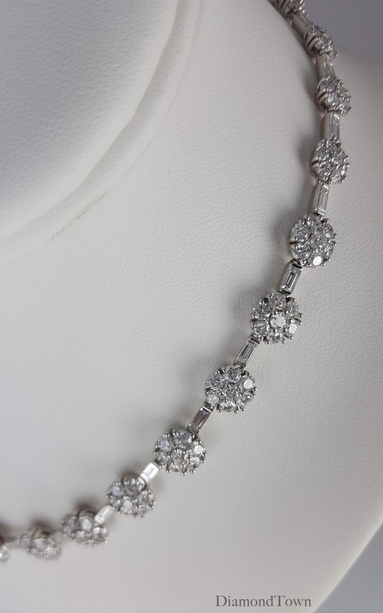 21.84 Carat Diamond Flower Necklace in 18 Karat White Gold In New Condition For Sale In New York, NY