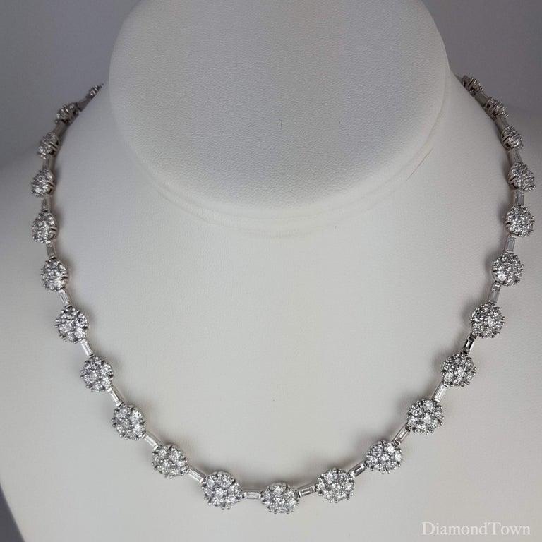 21.84 Carat Diamond Flower Necklace in 18 Karat White Gold For Sale 1