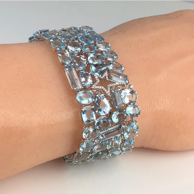 111.28 Carat Aquamarine and 0.94 Carat Diamond Bracelet in 18 Karat White Gold In New Condition For Sale In New York, NY