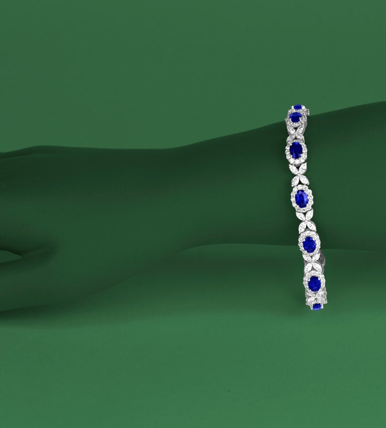 8.14 Carat Oval Cut Vivid Blue Sapphire and 6.95 Carat Diamond Bracelet In New Condition For Sale In New York, NY