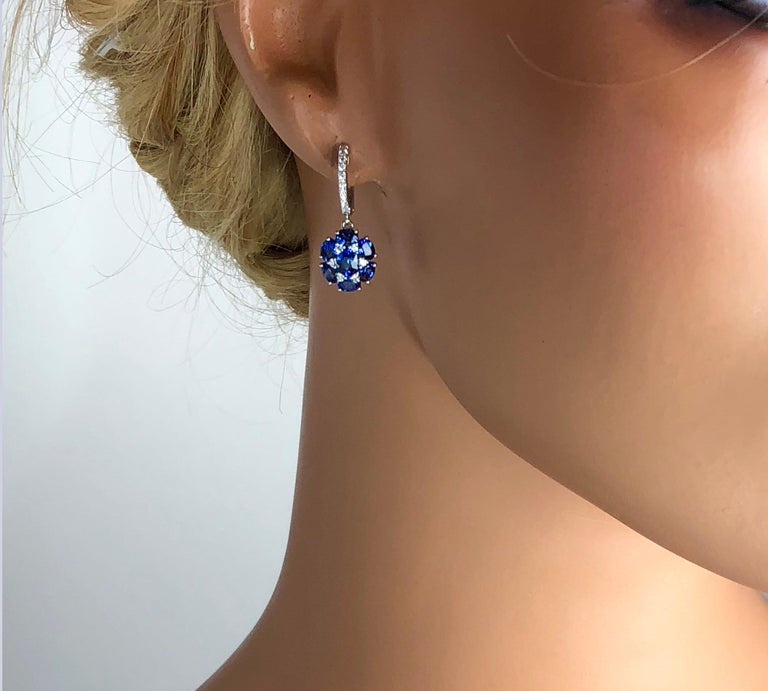 3.42 Carat Blue Sapphire Dangle Flower Earrings in 18 Karat White Gold In New Condition For Sale In New York, NY