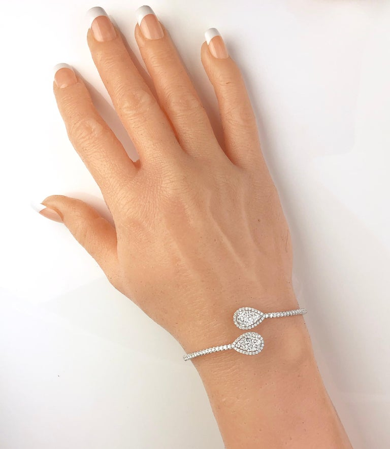 2.93 Carat Diamond Bangle Bracelet in 18 Karat White Gold by Diamond Town In New Condition For Sale In New York, NY